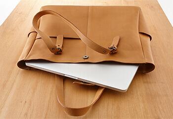 moeの革製PCバッグ