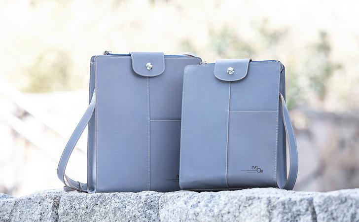 B5サイズとA4サイズの革のショルダーバッグ
